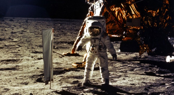 1st Moon Landing Page Sells for $152,000 in NYC