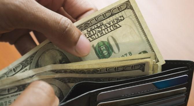 Merry X-Mas! Good Samaritan Returns Wallet Stuffed With $5K