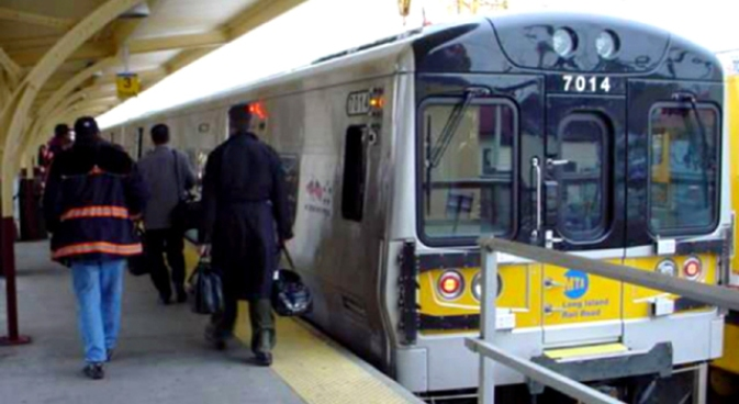 Manhattan-Bound LIRR Delayed as Rush Hour Begins