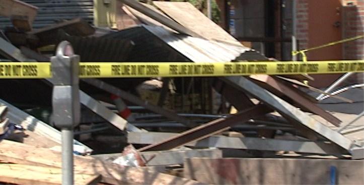 Van Hits Scaffold; 6 Hurt