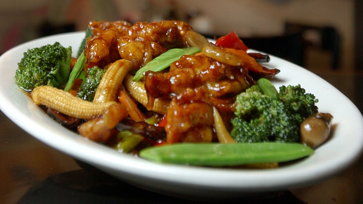 A plate of General Tso's Chicken at Ollie's Restaurant in New York's Times Square, July 22, 2004. (AP Photo/Richard Drew)