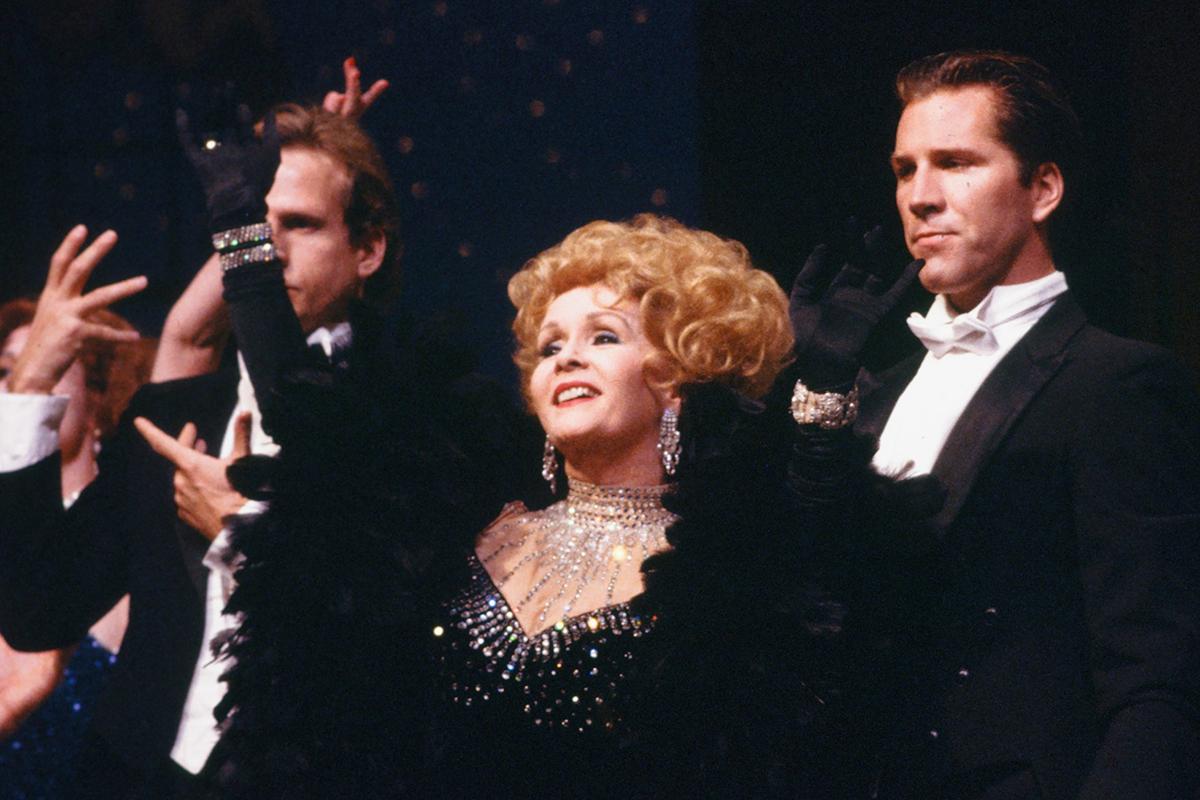 Debbie Reynolds plays Amanda Cody in an 1989 episode of
