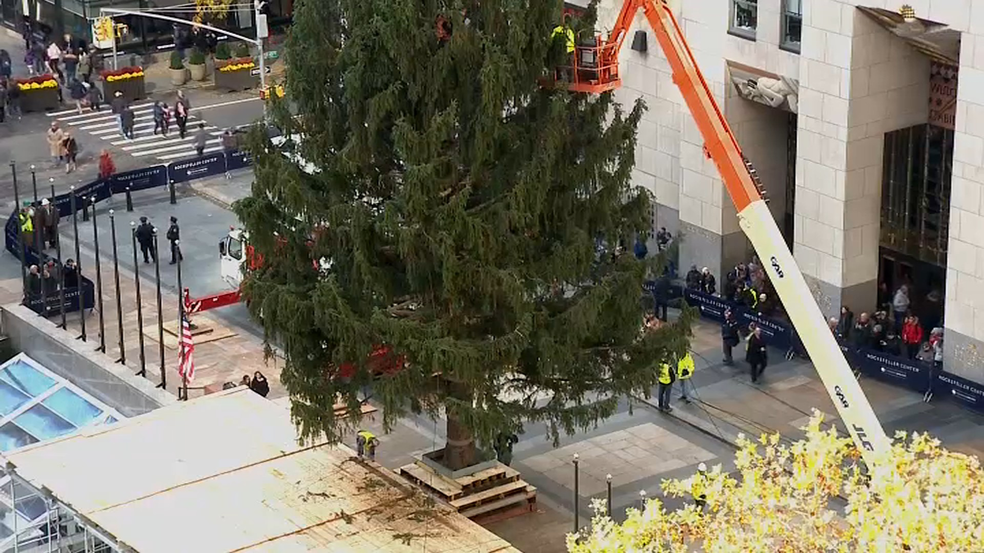 In Photos: 2018 Christmas Tree Arrives at Rockefeller Center - New ...