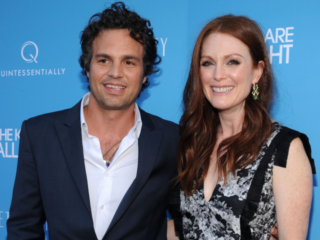 """Actors Mark Ruffalo and Julianne Moore Attend the Premiere of Their New Film """"The Kids Are All Right"""""""