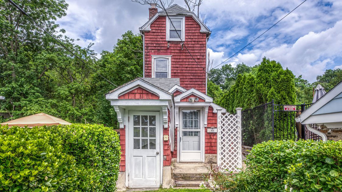 Historic 'Skinny House' in Westchester Up for Sale - New